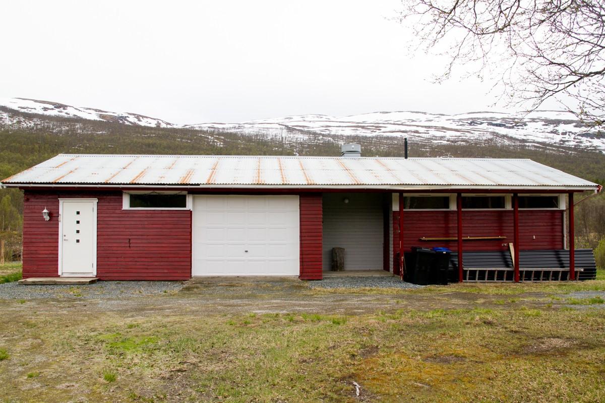 Garasje / Vaskehall / Anneks