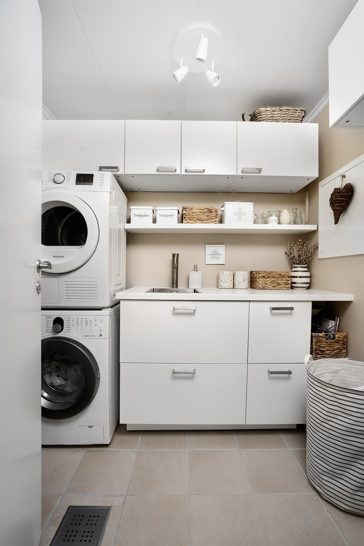 Vaskerom i 1. etasje rett ved kjøkken