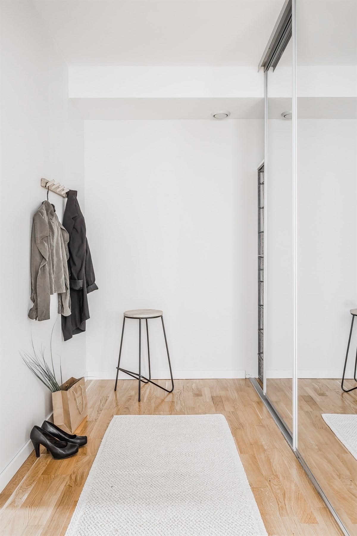 Walk-in closet til soverom 2