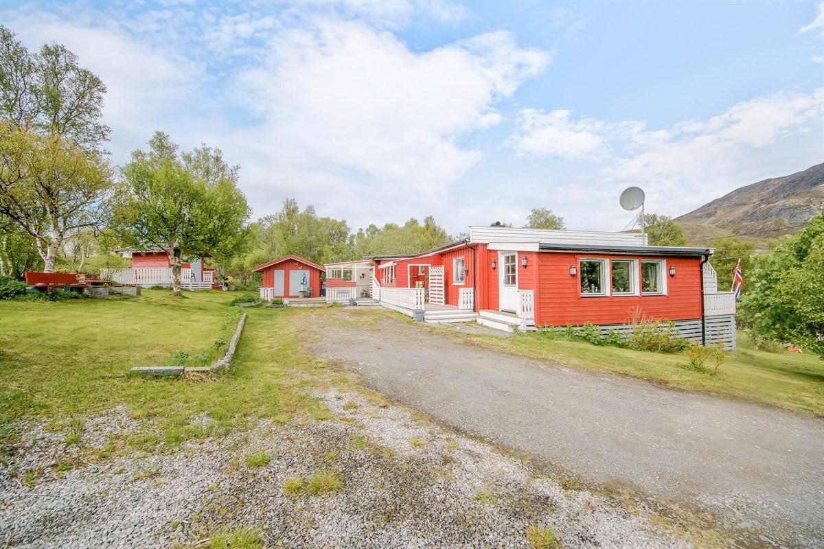 Maiken B. Paulsen v/Privatmegleren har gleden av å presentere Neverfjordveien 281.