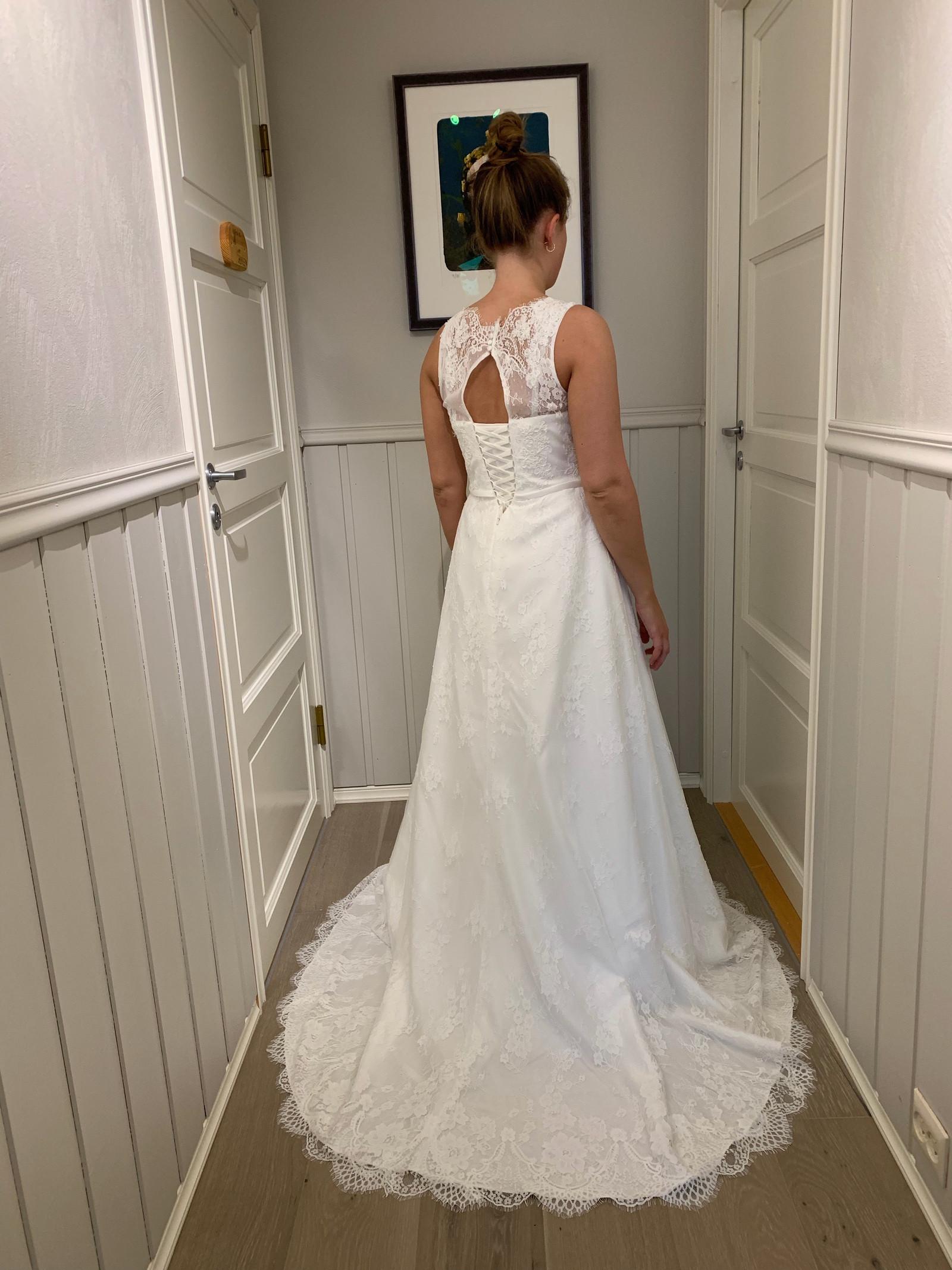 79997f09 NY, UBRUKT brudekjole og brudepikekjoler med alt tilbehør | FINN.no