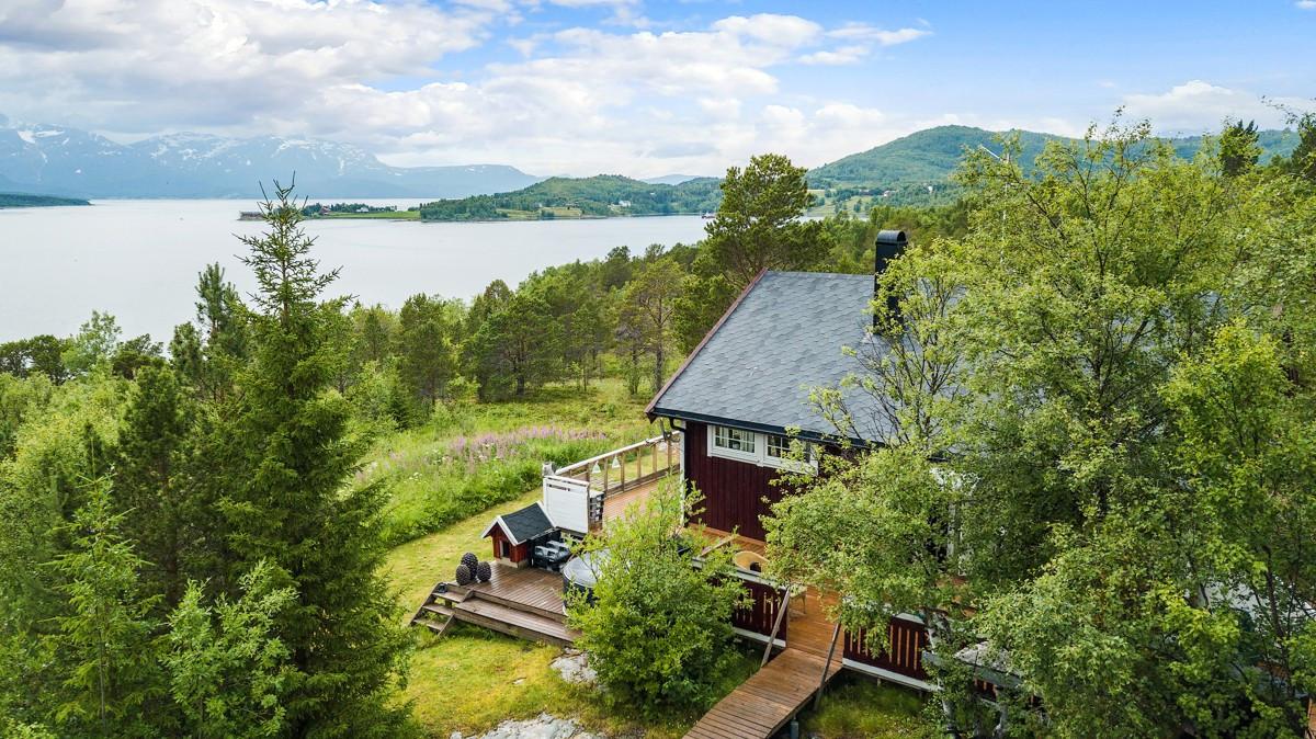 Fin fritidsbolig/hytte med nydelig utsikt over Malangsfjorden