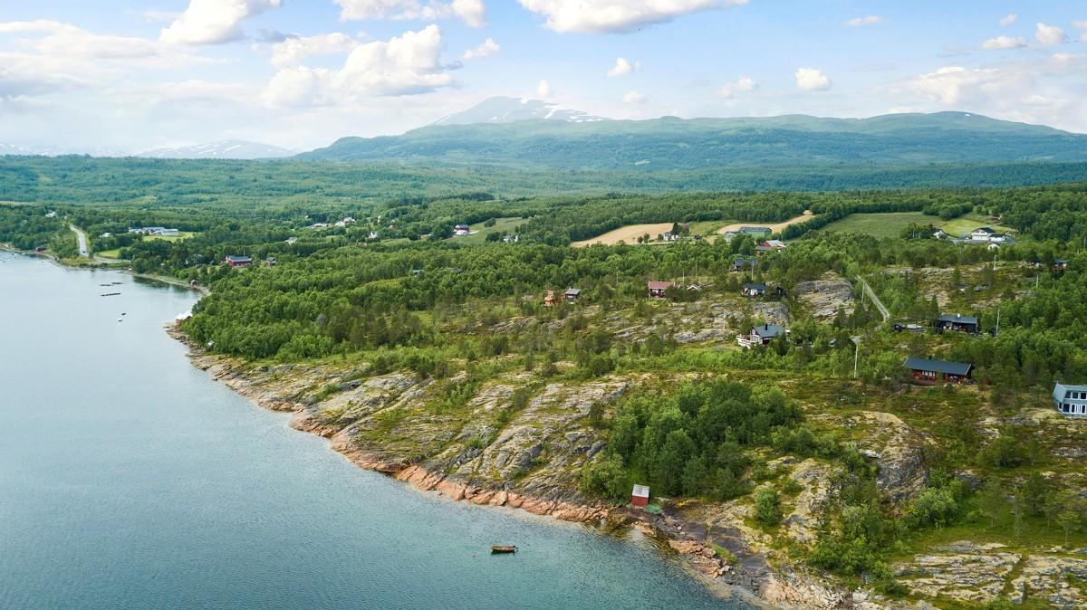 Nærtliggende nydelige fritidsområder, samt sjø og fjære