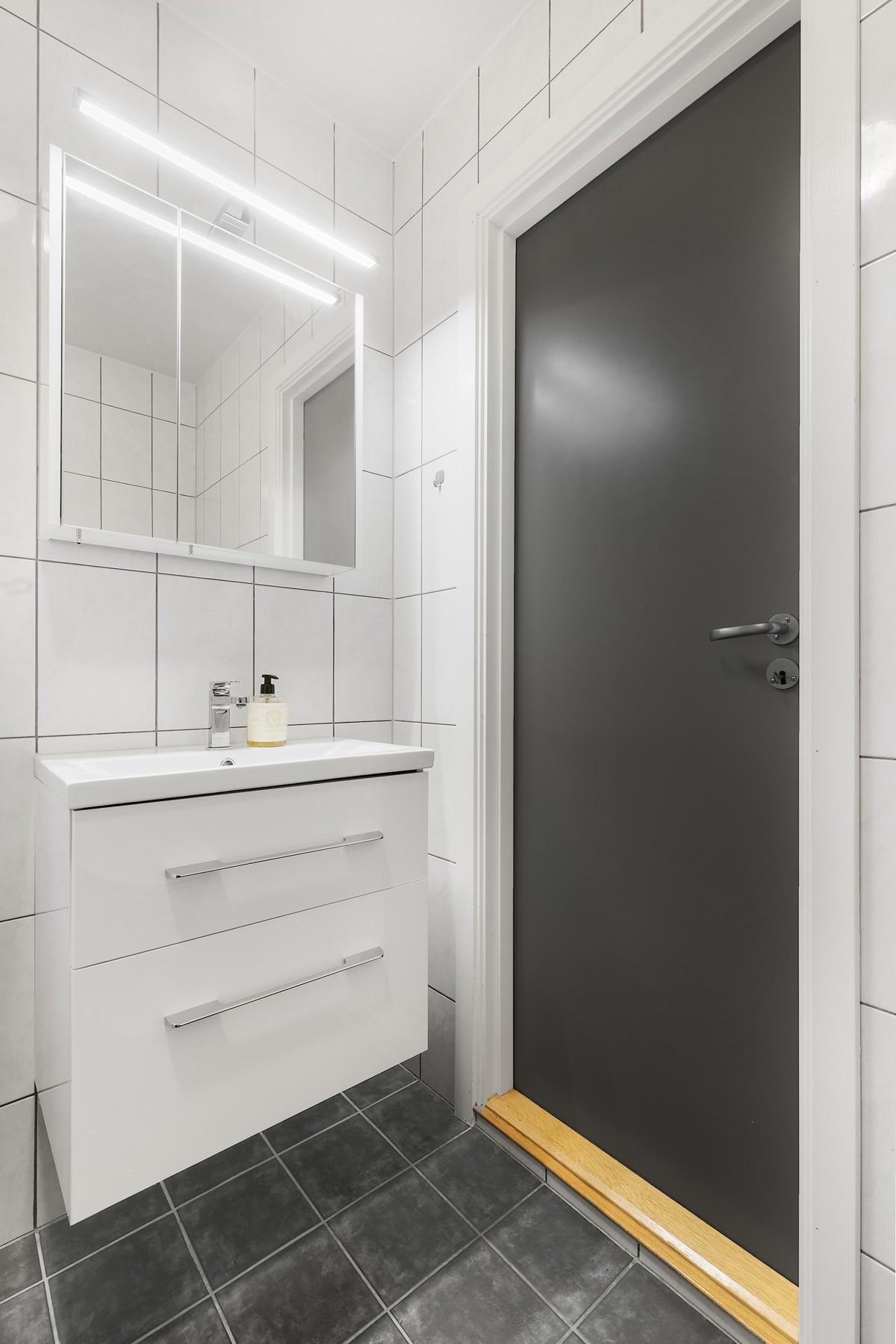 Ny wc og baderomsinnredning ble montert mai 2019