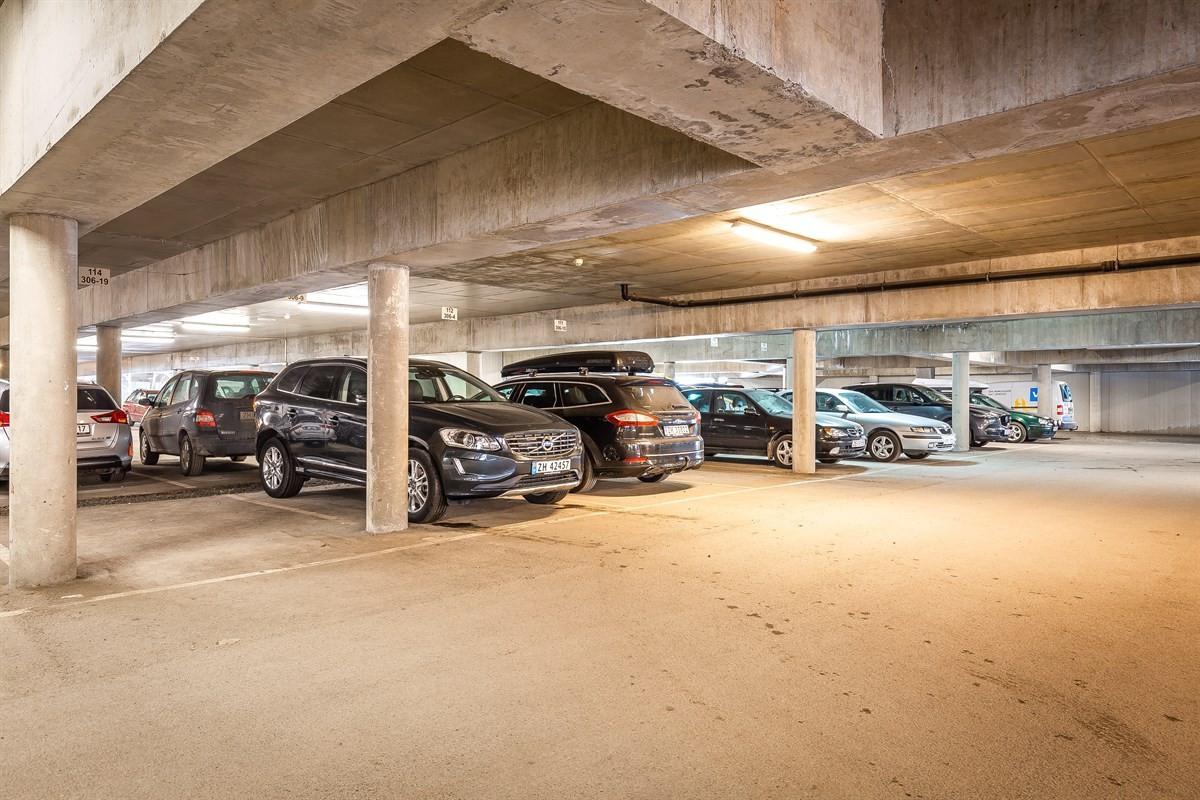 Parkering i felles garasjeanlegg og sportsbod like ved