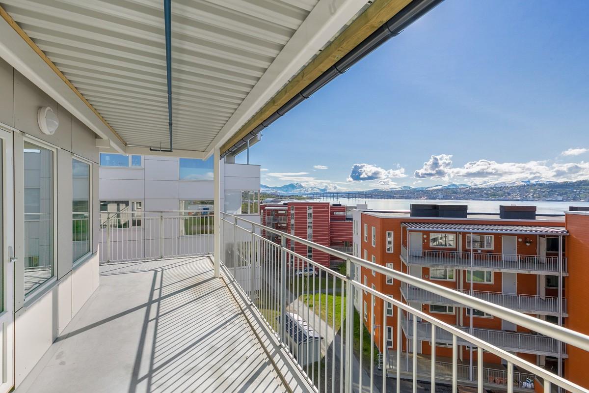 Romslig balkong