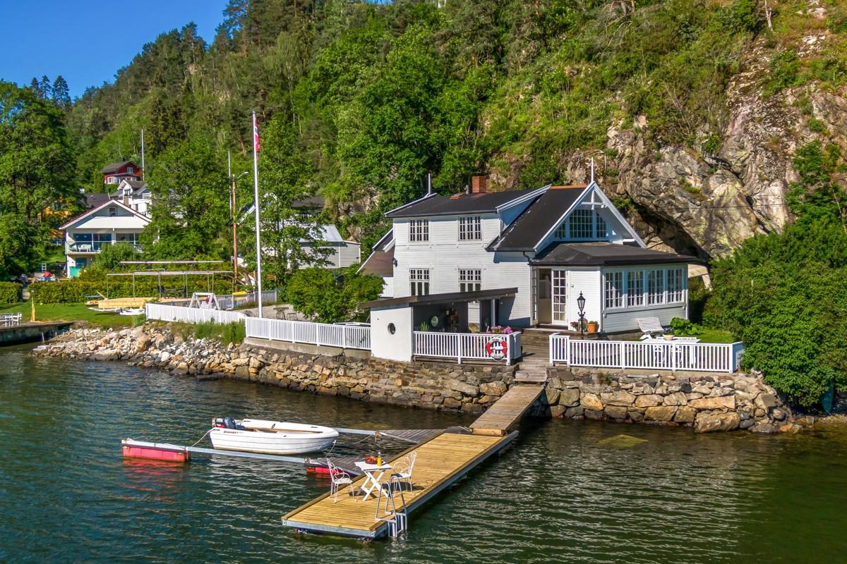 Velkommen til Kjøyakollveien 5. Presentert ved partner/eiendomsmegler Kim Krabbe i Privatmegleren Panorama.