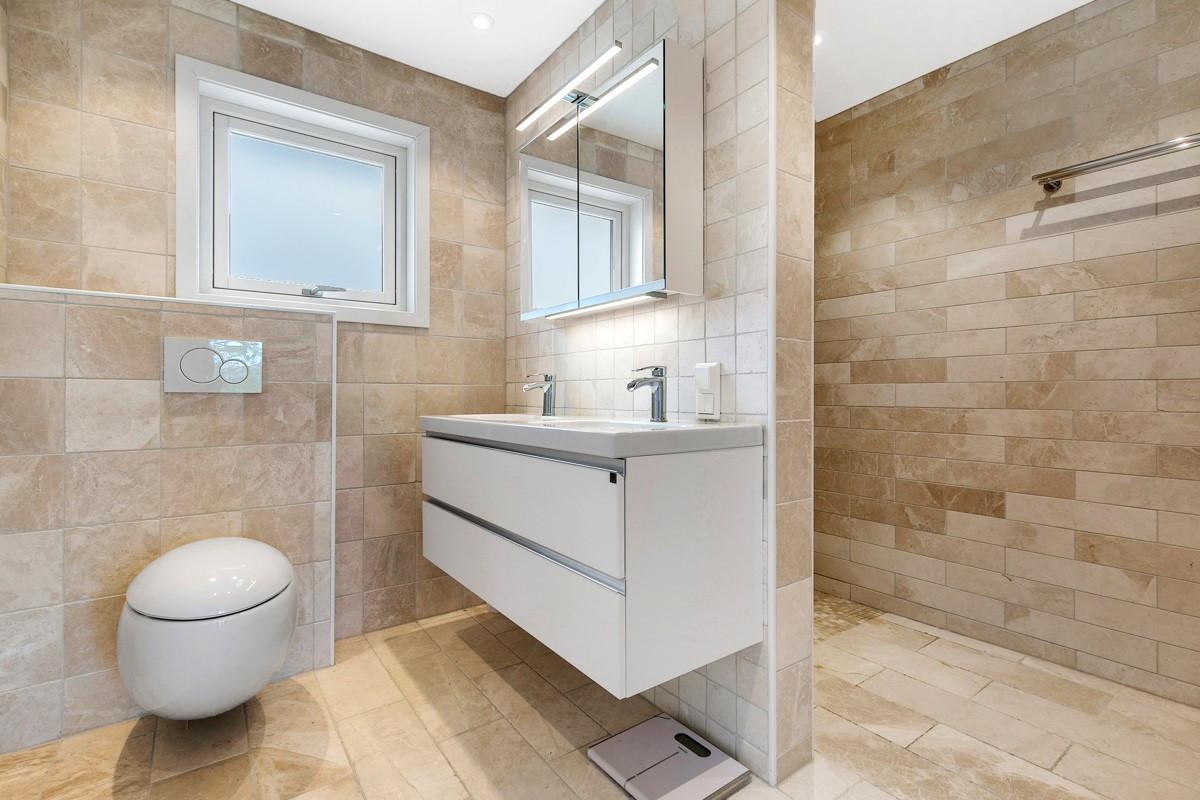 Bad i 2 etg - komplett flislagt med gulvvarme