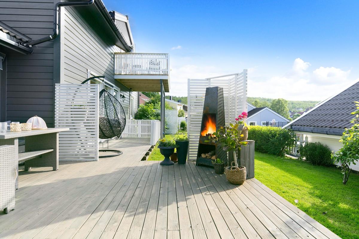 terrassen er vestvendt og har gode sol og lysforhold