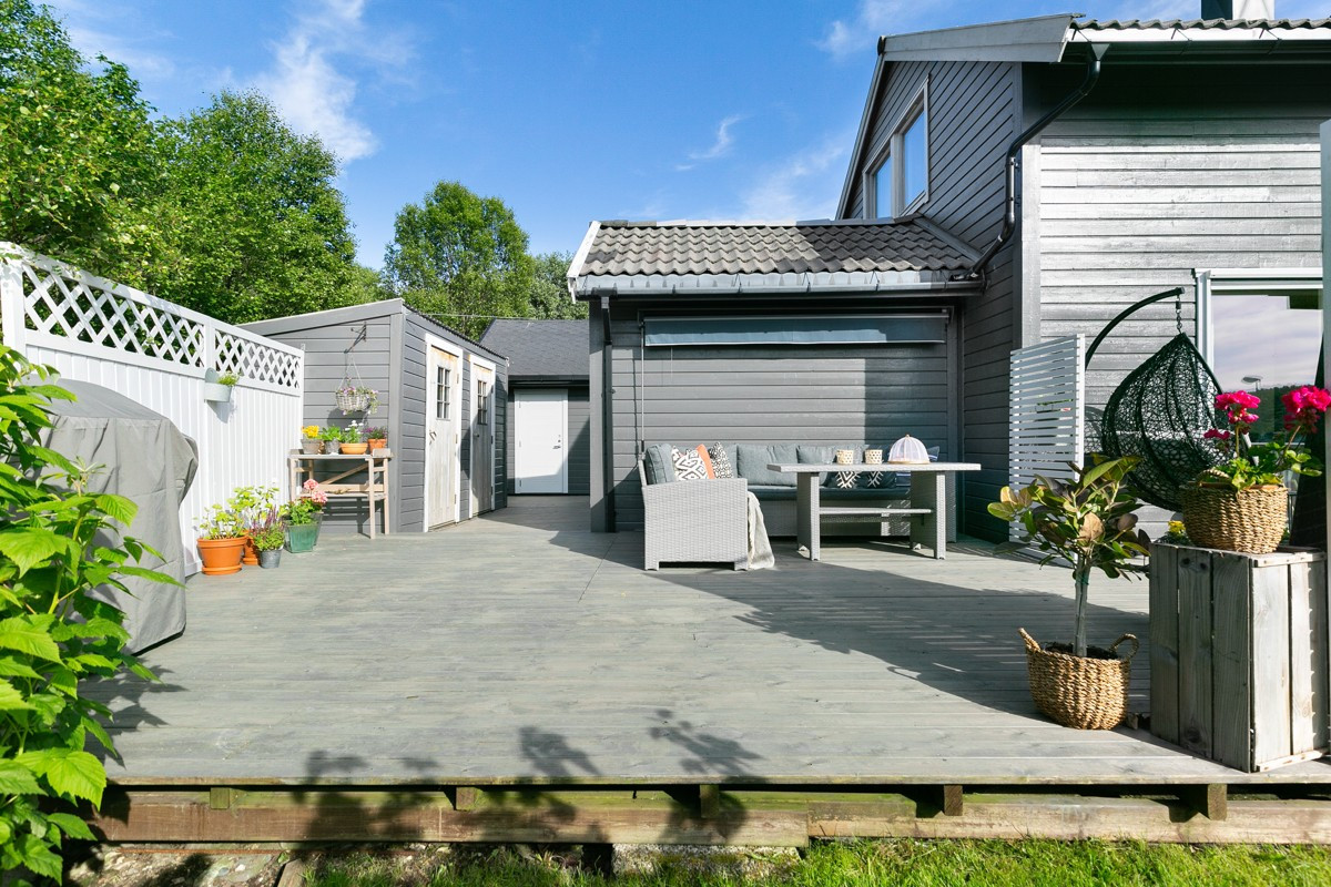 Stor terrasse i forbindelse med stue