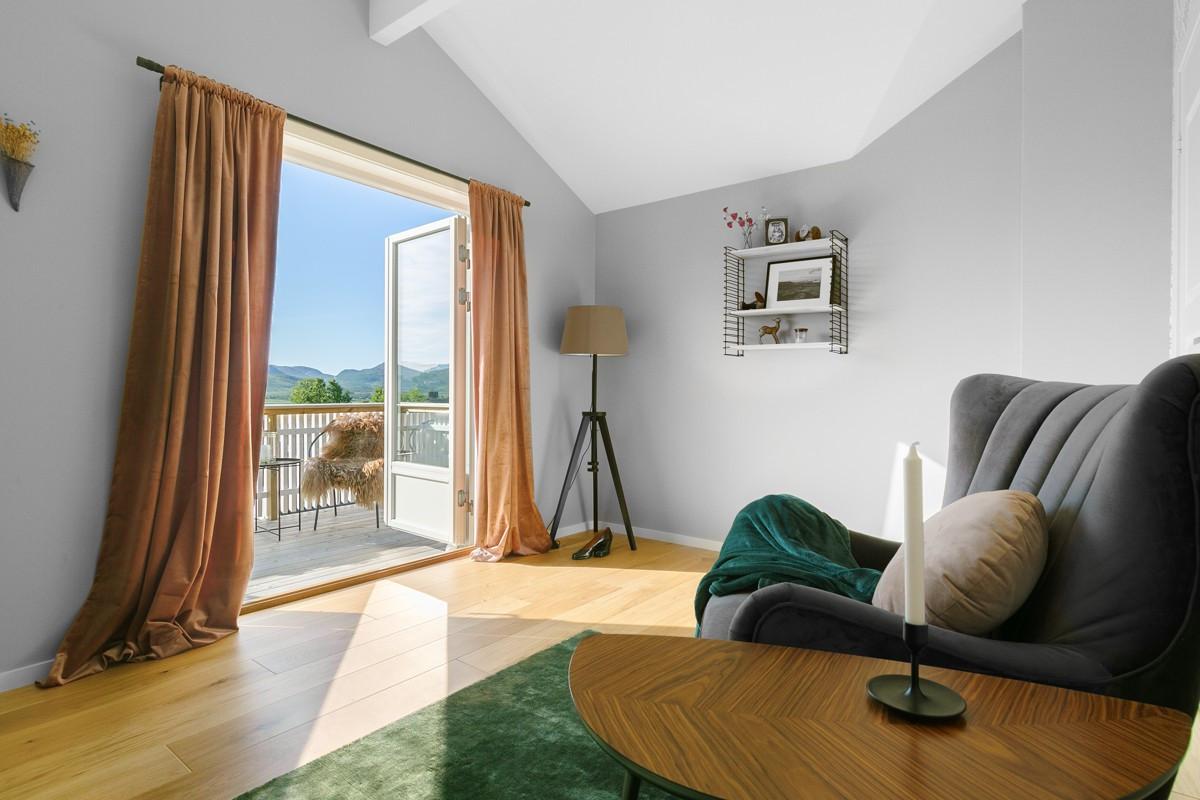 Stue i andre etasje - kan disponeres som hovedsoverom med walk-in closet om ønskelig