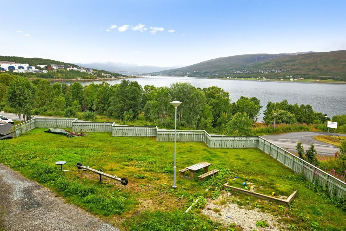 Området er kjent for å være meget barnevennlig, hvor fellestomt er opparbeidet med grøntarealer og lekeplass