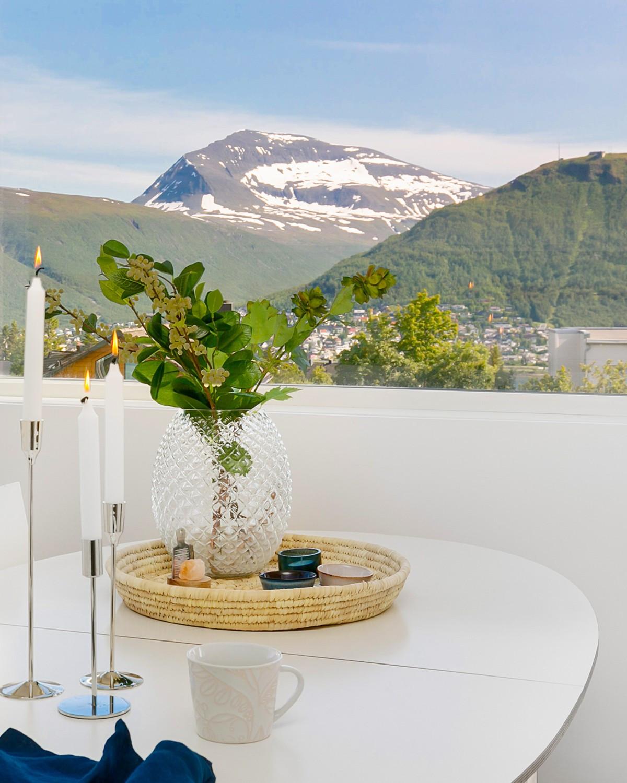 Flott utsikt mot Fløya og Tromsdalstinden