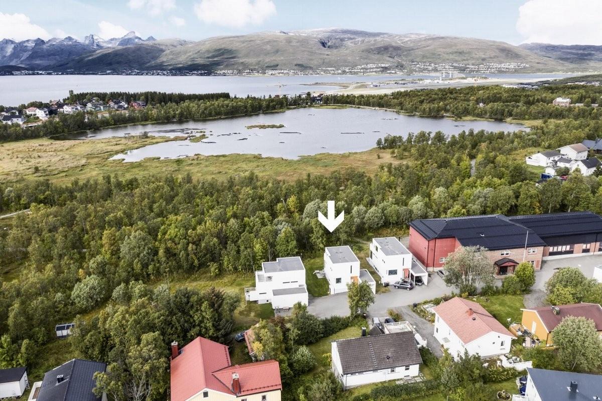 Velkommen til Sparre Schneiders Veg 10, presentert av SNE v/Robin C Lund - Utsøkt beliggenhet kun et steinkast fra Prestvannet og lysløypa!