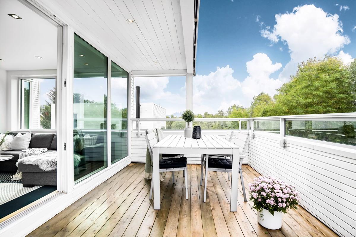 Terrasse med meget gode sol- og lysforhold