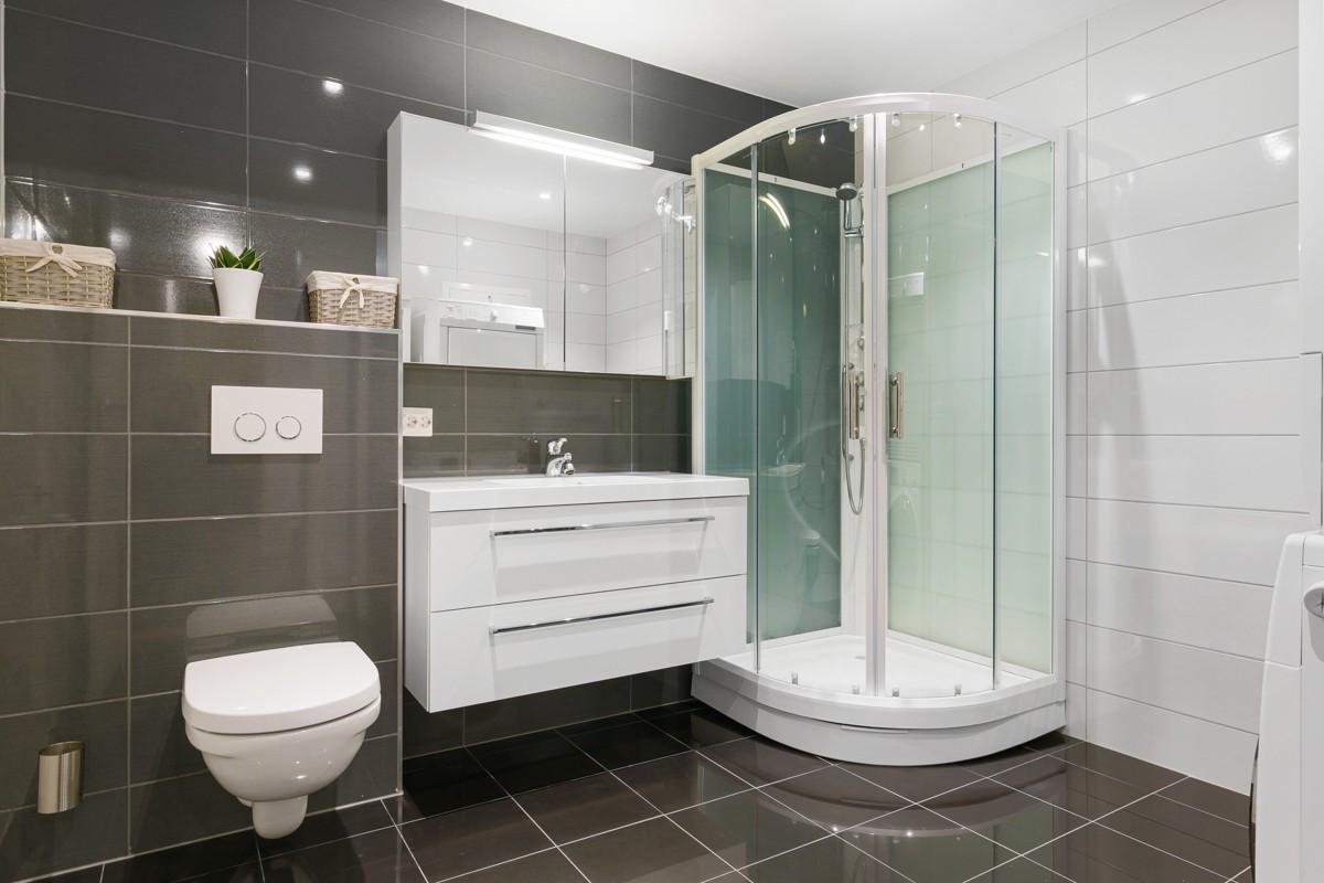 Komplett flislagt bad med gulvarme