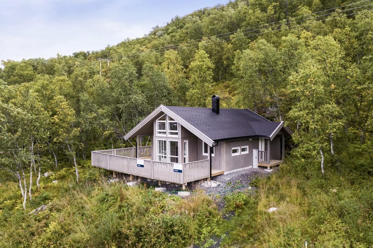 Moderne og påkostet hytte i naturskjønne omgivelser i Kårvik
