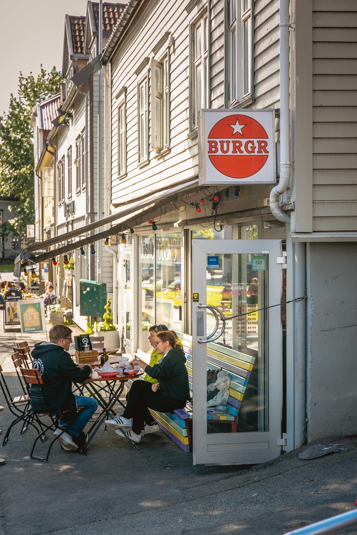 Tromsøs kanskje beste burger finner du rett rundt hjørnet
