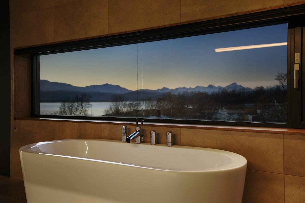 Her kan man nyte utsikten i tillegg til de flotte fasilitetene badet tilbyr