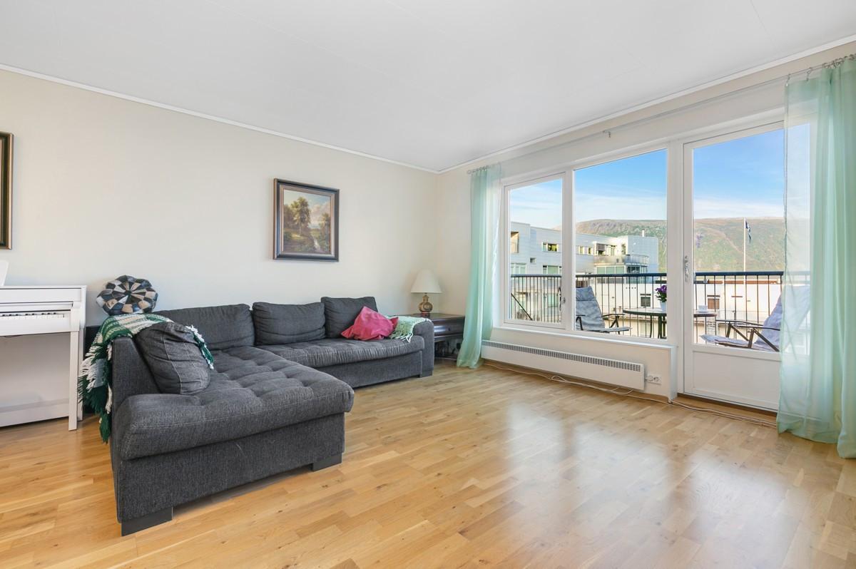 3-roms leilighet med utsikt og veranda midt i sentrum