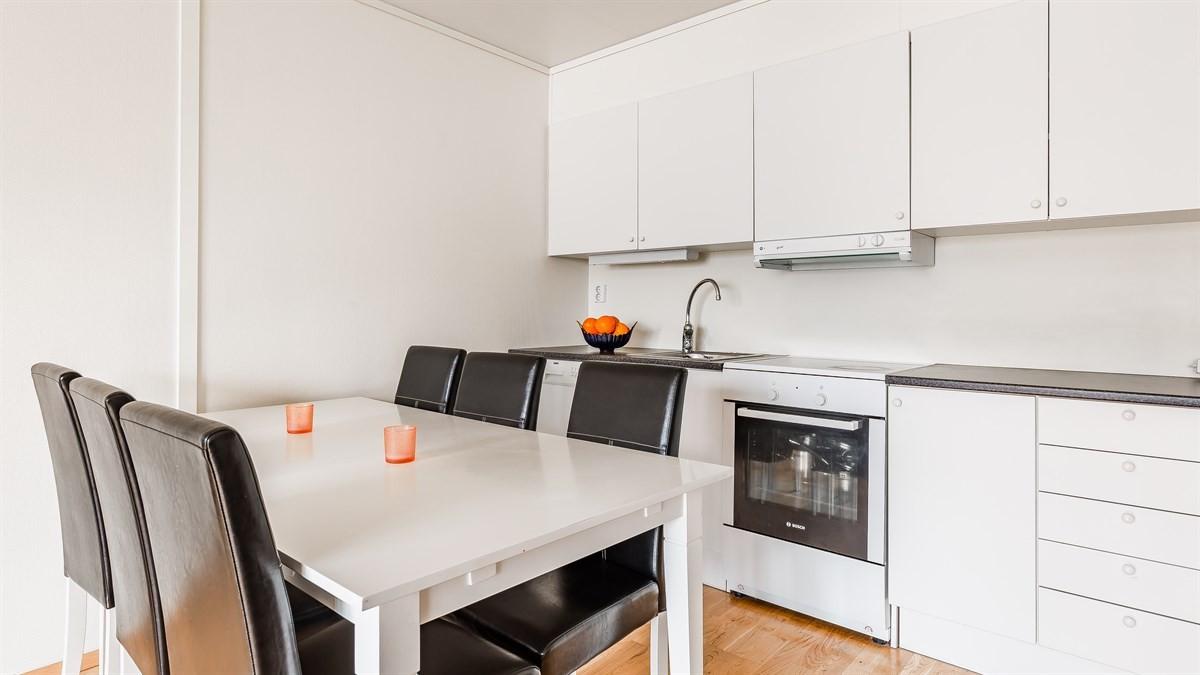 Kjøkkenet i matt hvite fronter