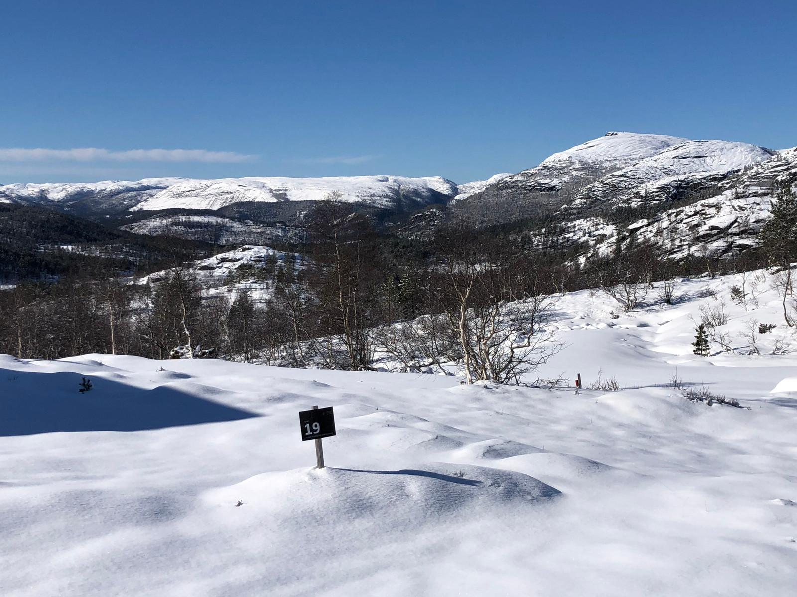 UTSIKT FRA TOMT NR. 19  Hyttene ligger lunt, med gode sol forhold, samt nydelig utsikt! Virkelig en perle på høyfjellet.