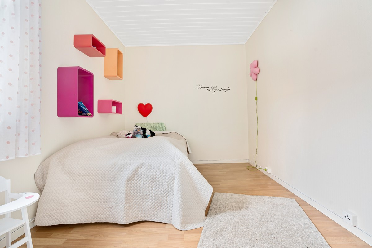God plass på soverom til garderobe- eller hylleløsning