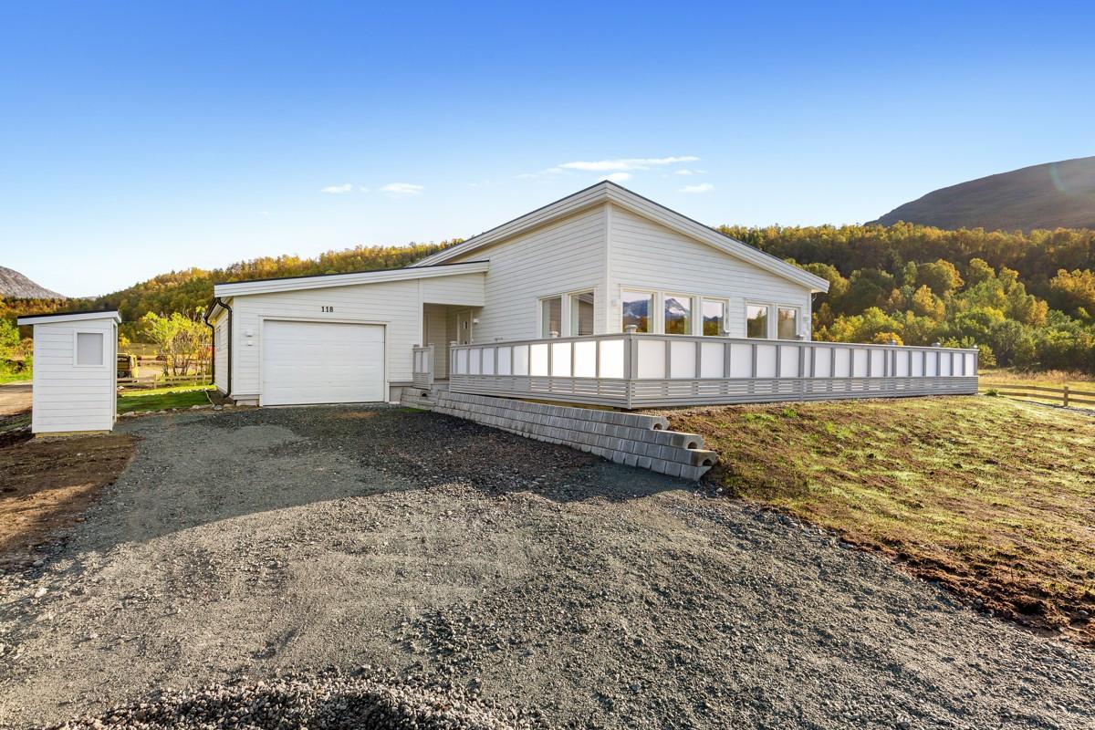 Praktisk sportsbod som binder bolig sammen med garasjedel
