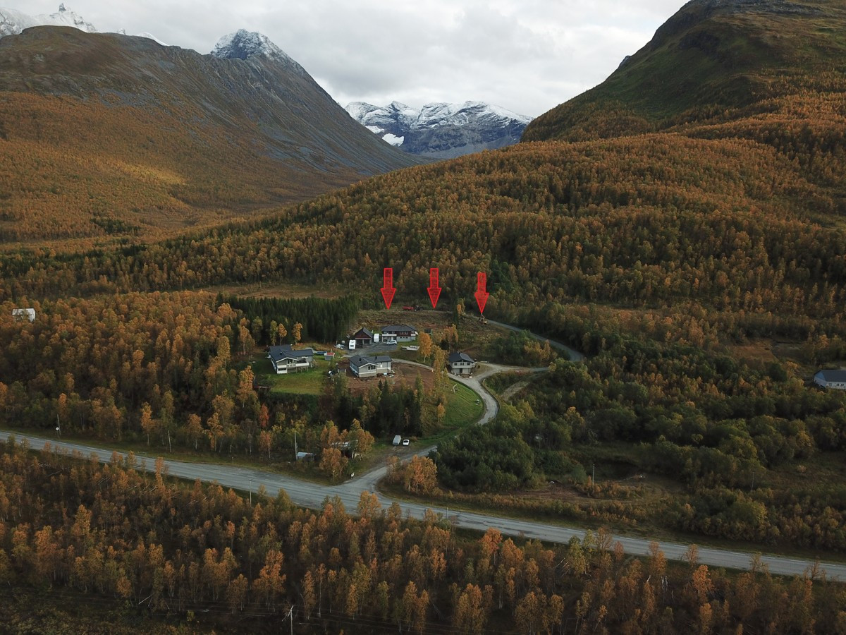 Feltet består av 3 boligtomter på 800 kvm, 1055 kvm og 1063 kvm.