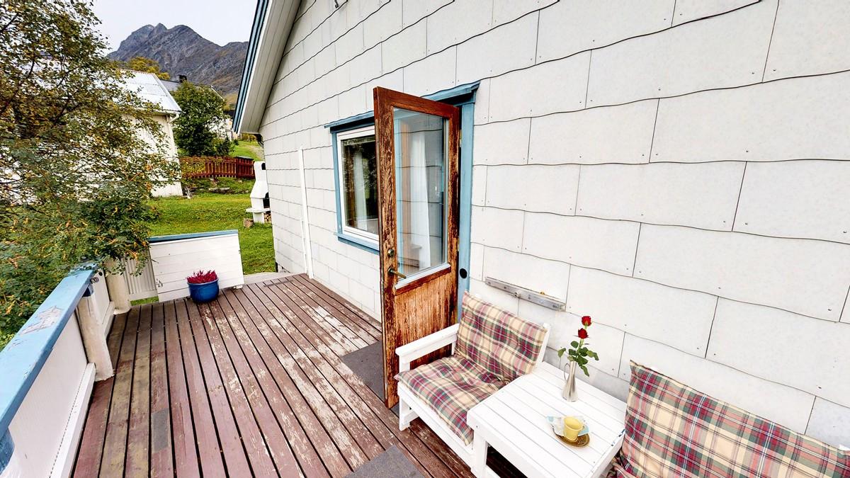 Utgang fra stue til sydvestvendt veranda