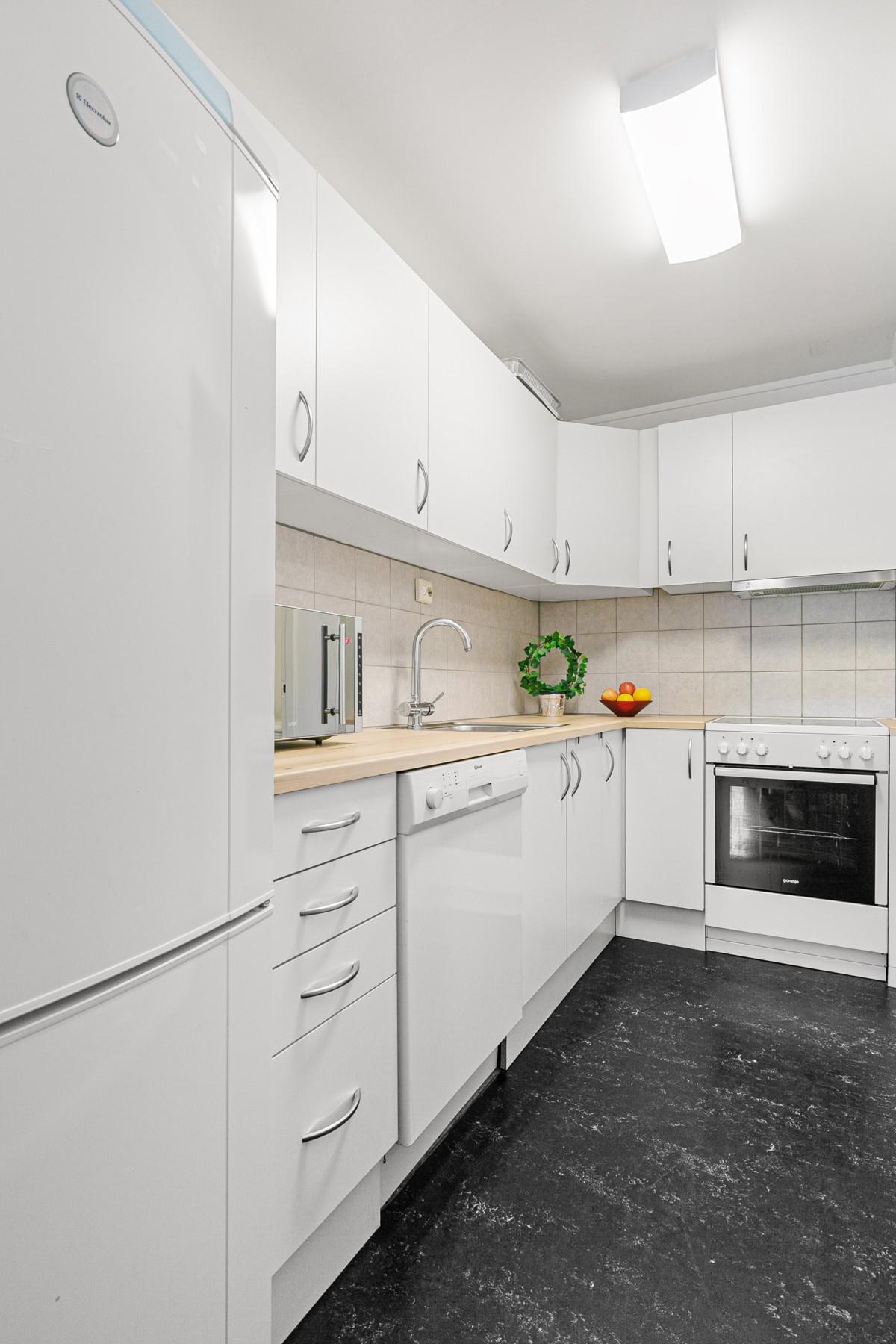Kjøkken med hvite glatte fronter