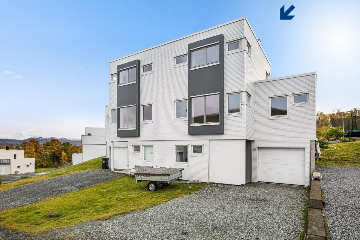 Moderne bolig på Storelva med integrert garasje og kort vei til naturen!