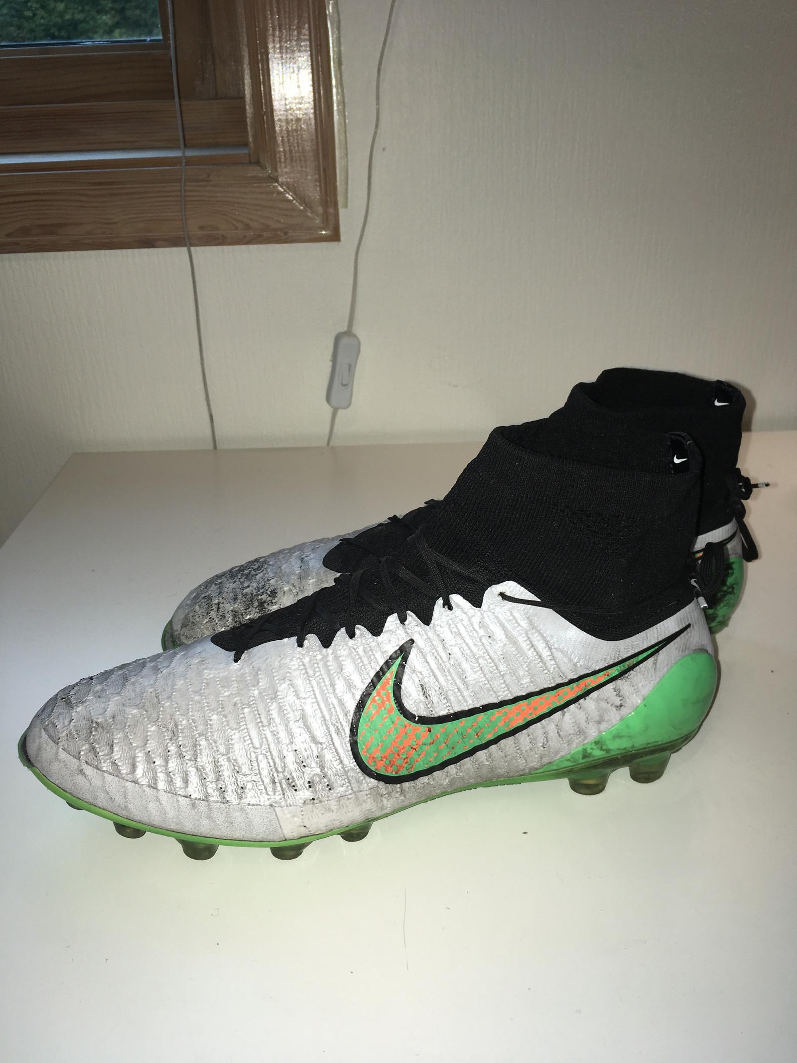 Brukt Nike Magista obra II fg (fotballsko) str.42 til salgs