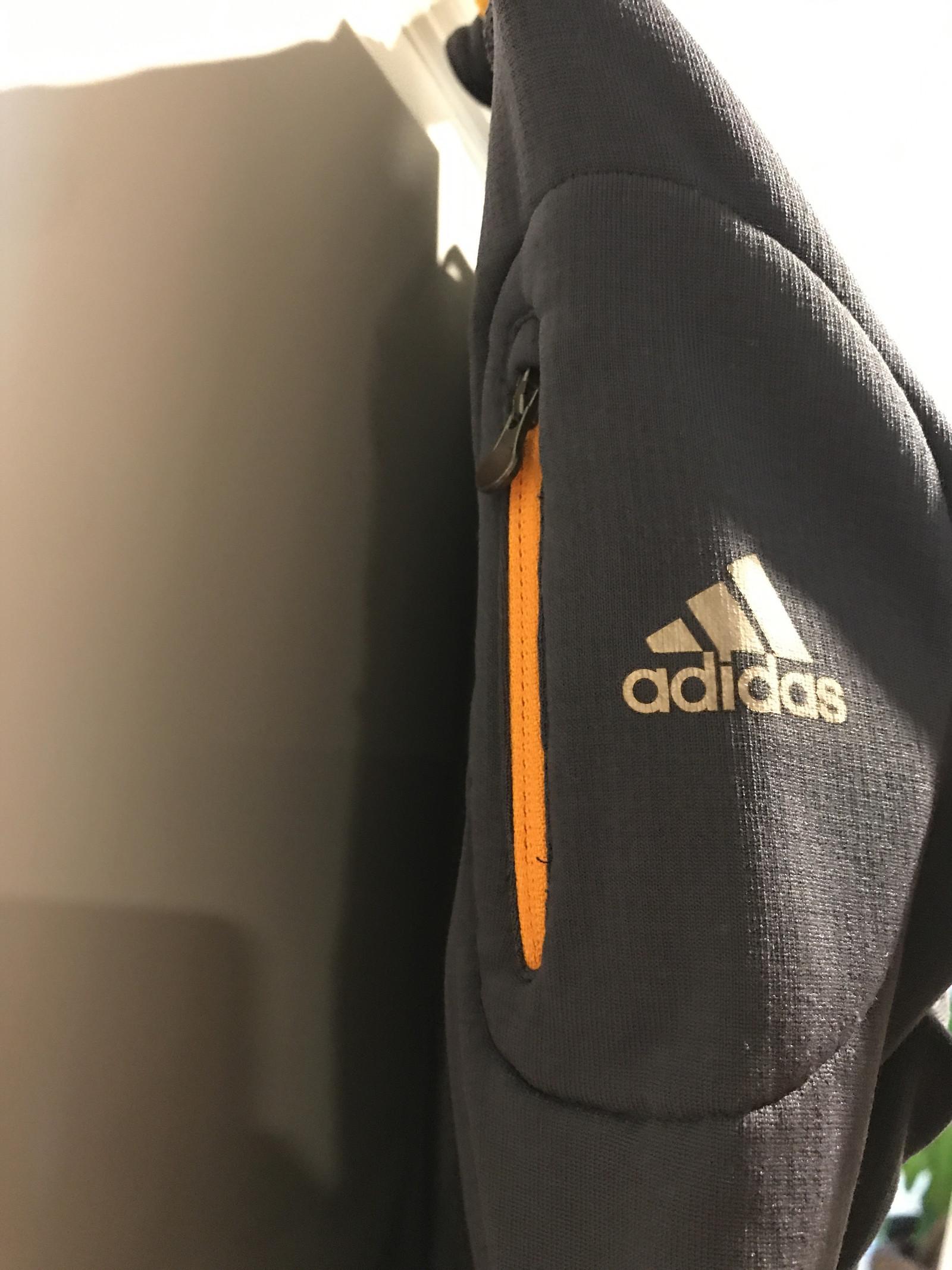 Super god Adidas treningstrøye i størrelse 40L | FINN.no