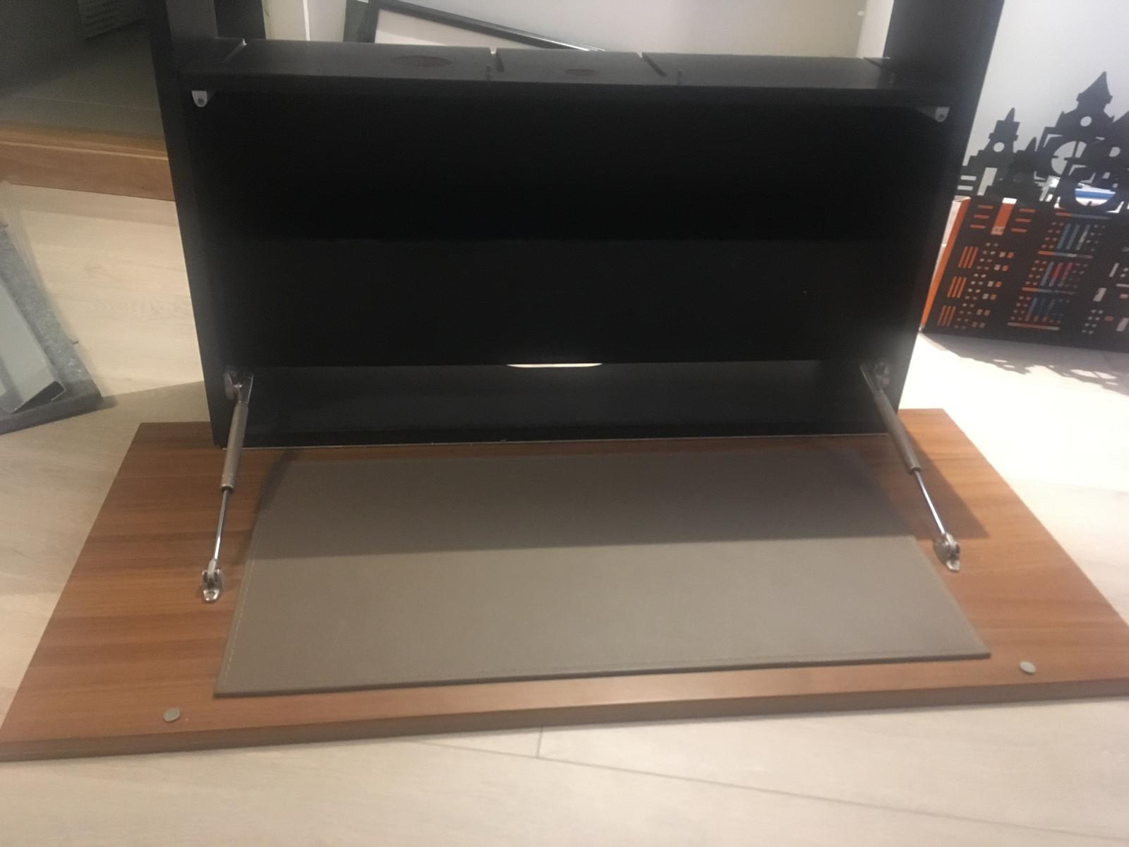 Skrivebord til å henge på veggen