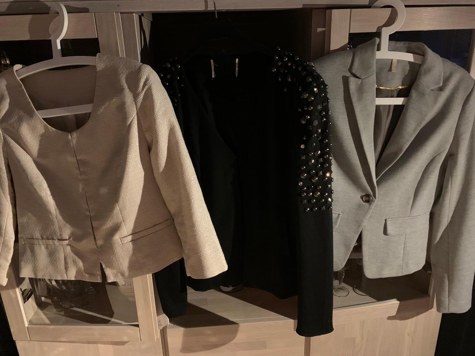 Lite og pent brukt det fine klær kjole bukser genser jakker