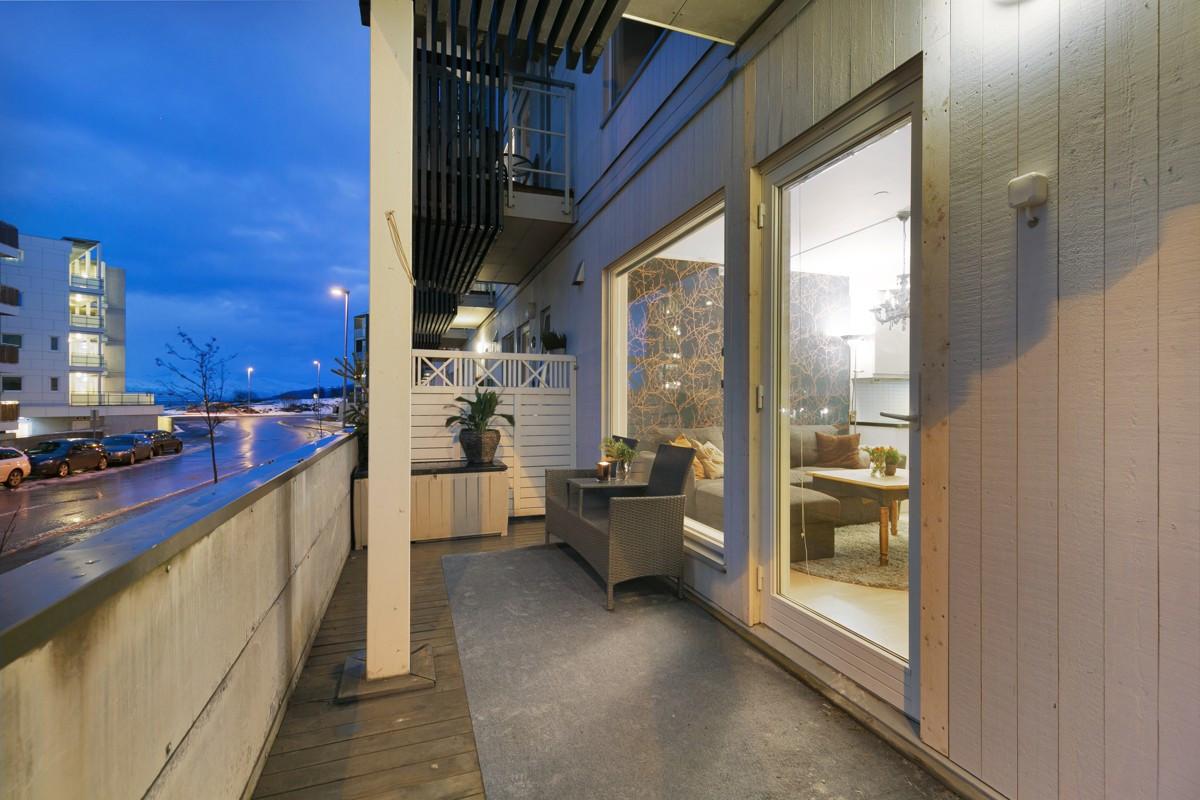 Praktisk og romslig balkong