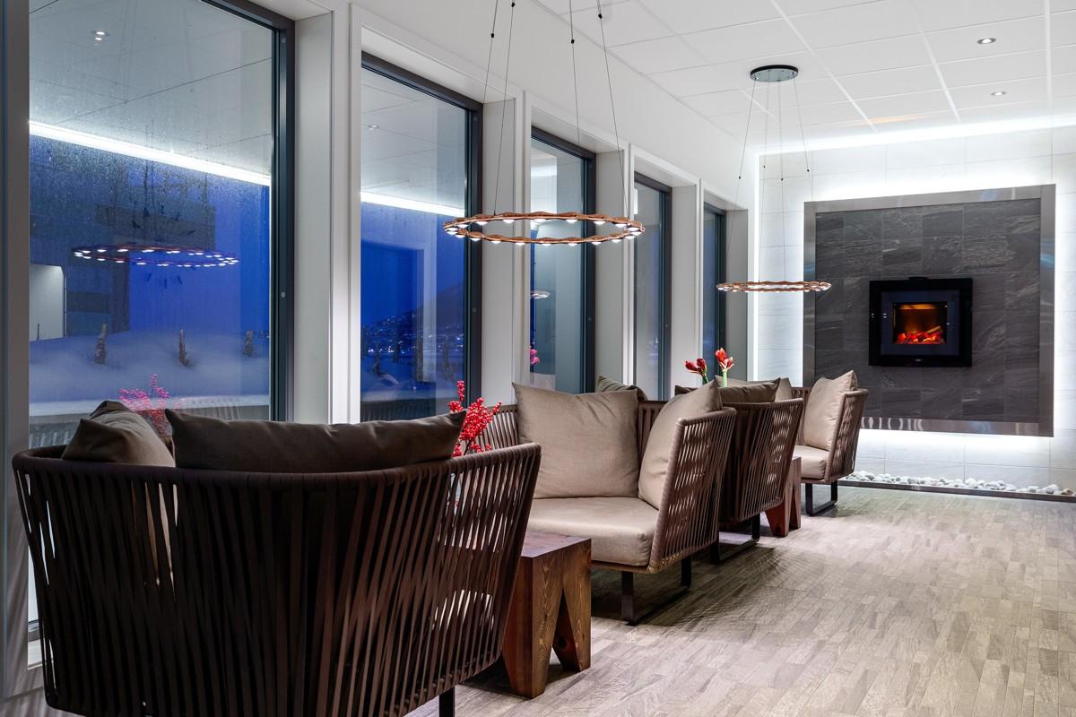 I første etasje er det felles lounge med påkostede møbler og en rolig atmosfære