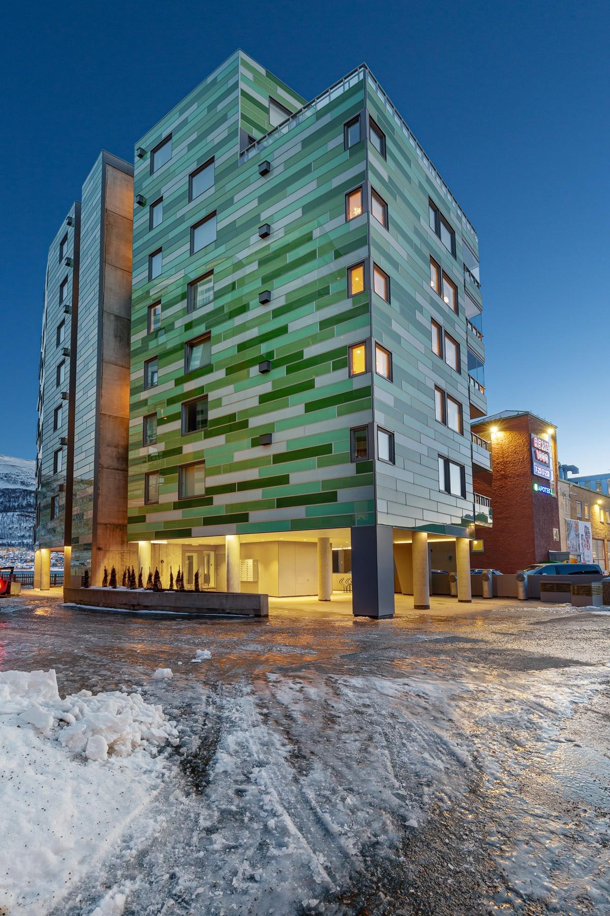 Fasade mot nord - bygget er tegnet av Voll Arkitekter og er lett gjenkjennelig for en hver Tromsøborger