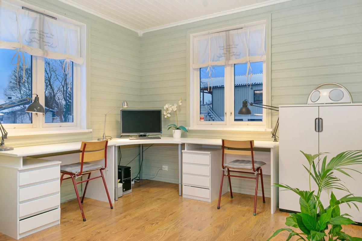 Stue - Med oppføring av en lettvegg kan dette omgjøres til enda et soverom/hobbyrom
