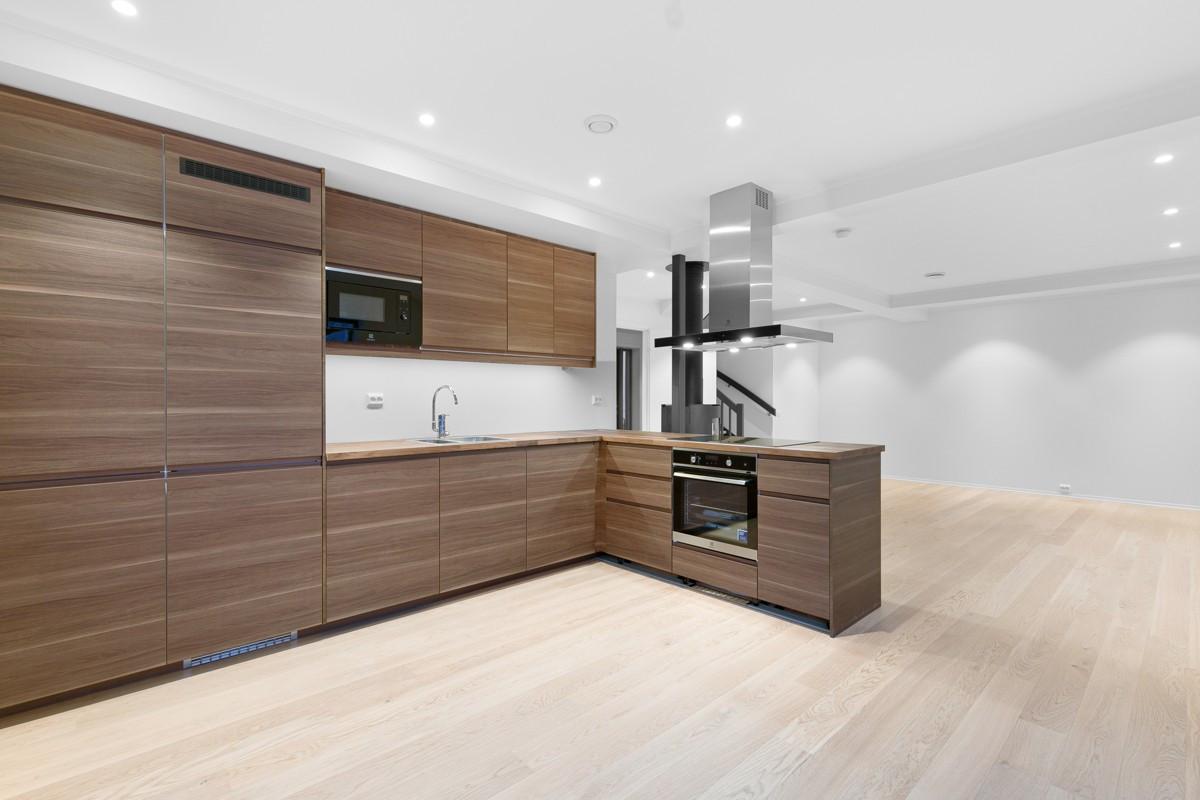 Kjøkken med slette fronter og godt med lagringsplass