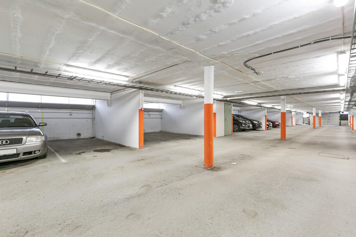 Godt med fast parkeringsplass under tak, i byggets garasjeanlegg
