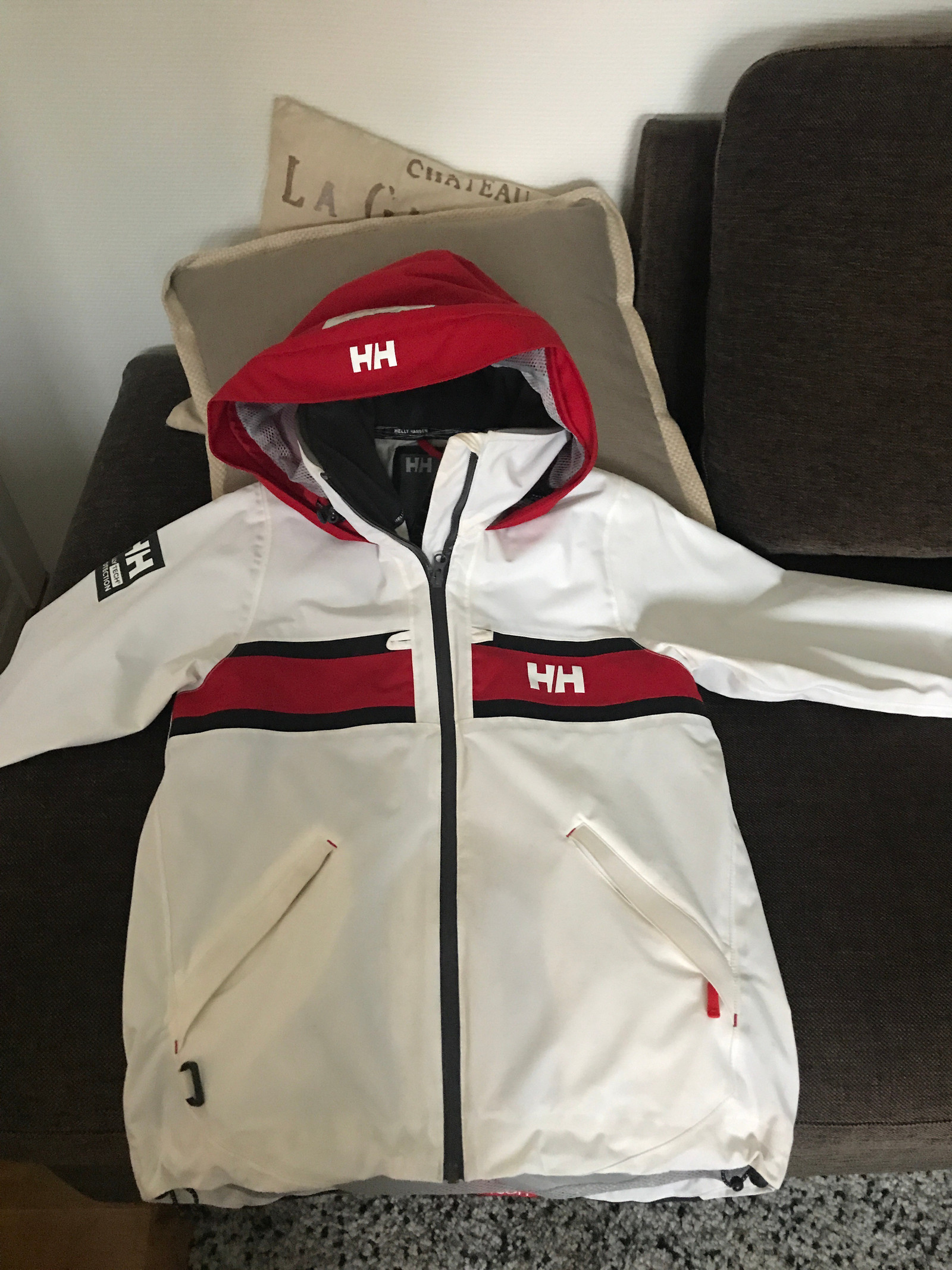 Helt ny hvit Marin alpin jakke selges.   FINN.no