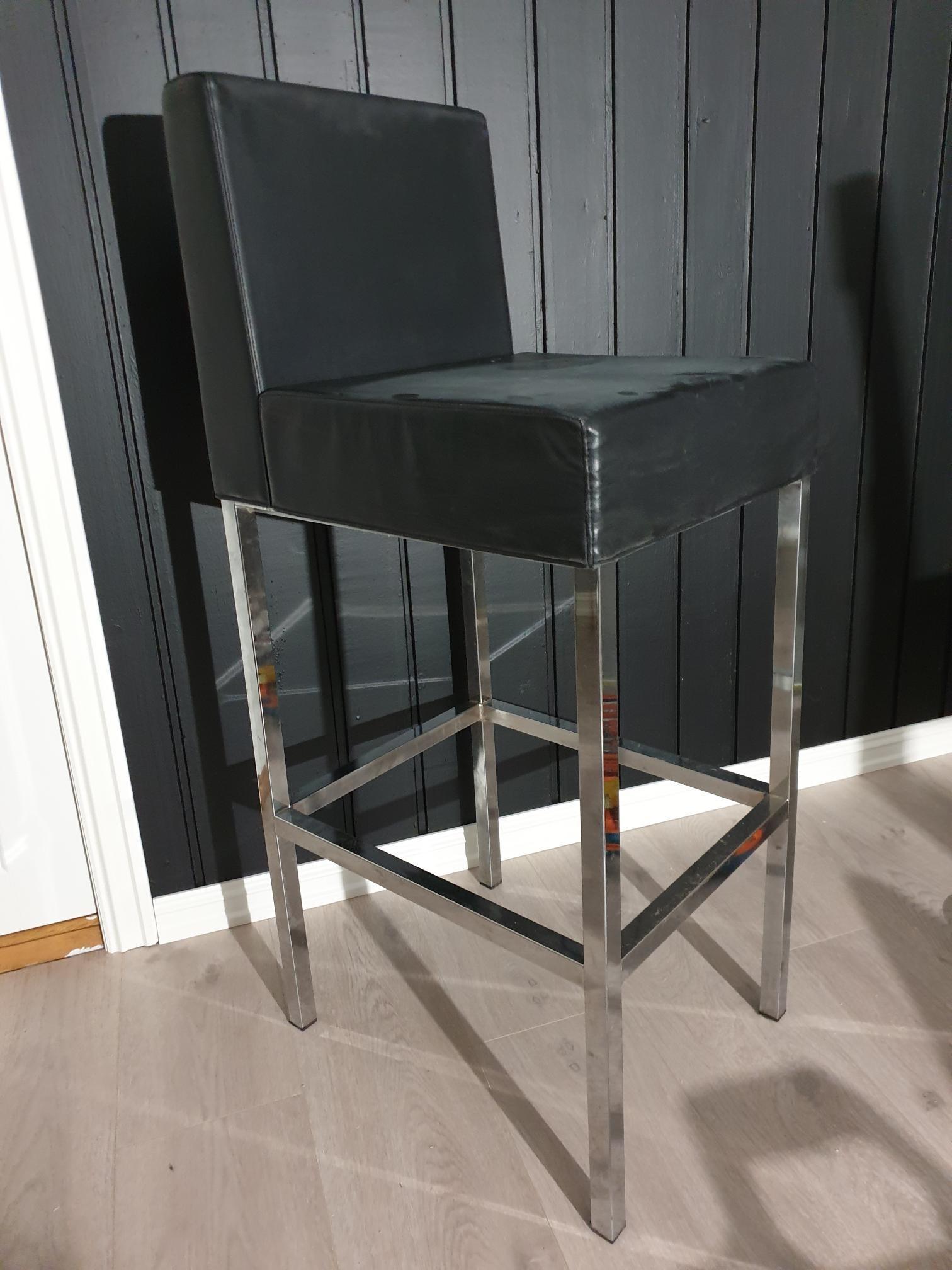 2 barstolar från Mio möbler, 300 krst | FINN.no