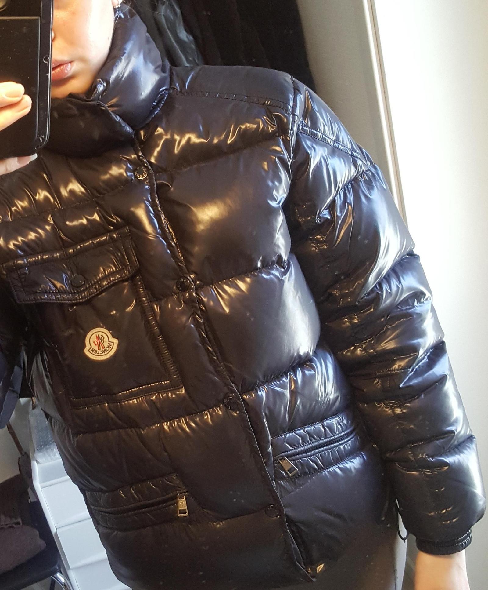 Moncler jakke str 2 | FINN.no