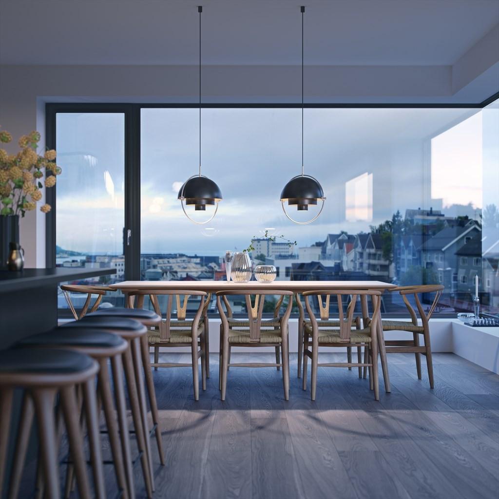 Store vindusflater som gir nydelig utsikt og gode lysforhold