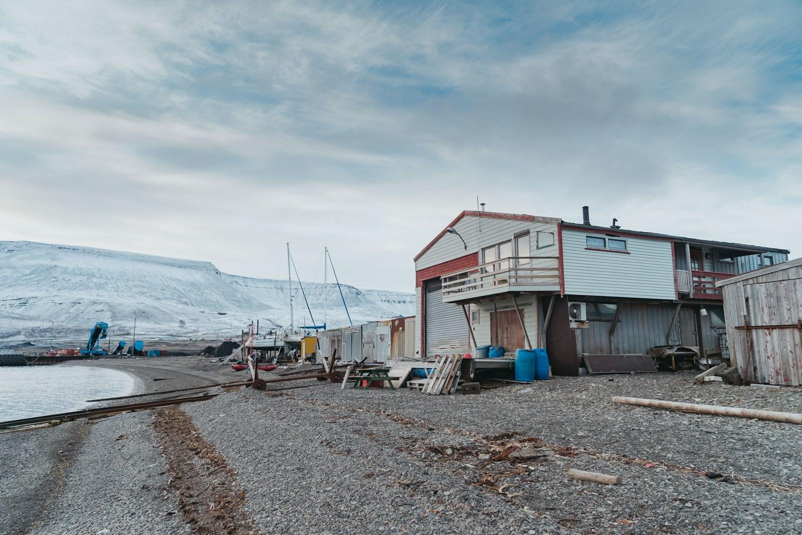 Båthuset ligger på Hotellneset like utenfor Longyearbyen