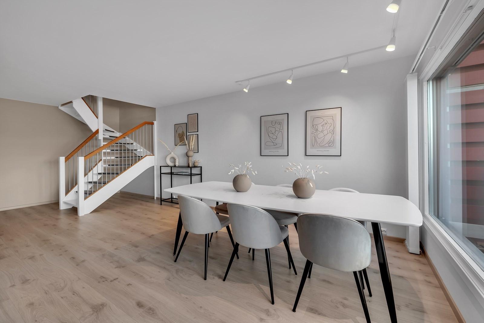 Meget god plass til spisebord og andre møbler