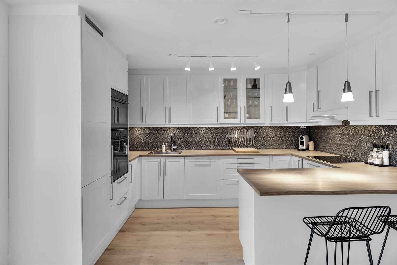 Kjøkkenet er innbydende og moderne og har alt du kan ønske deg i et kjøkken!
