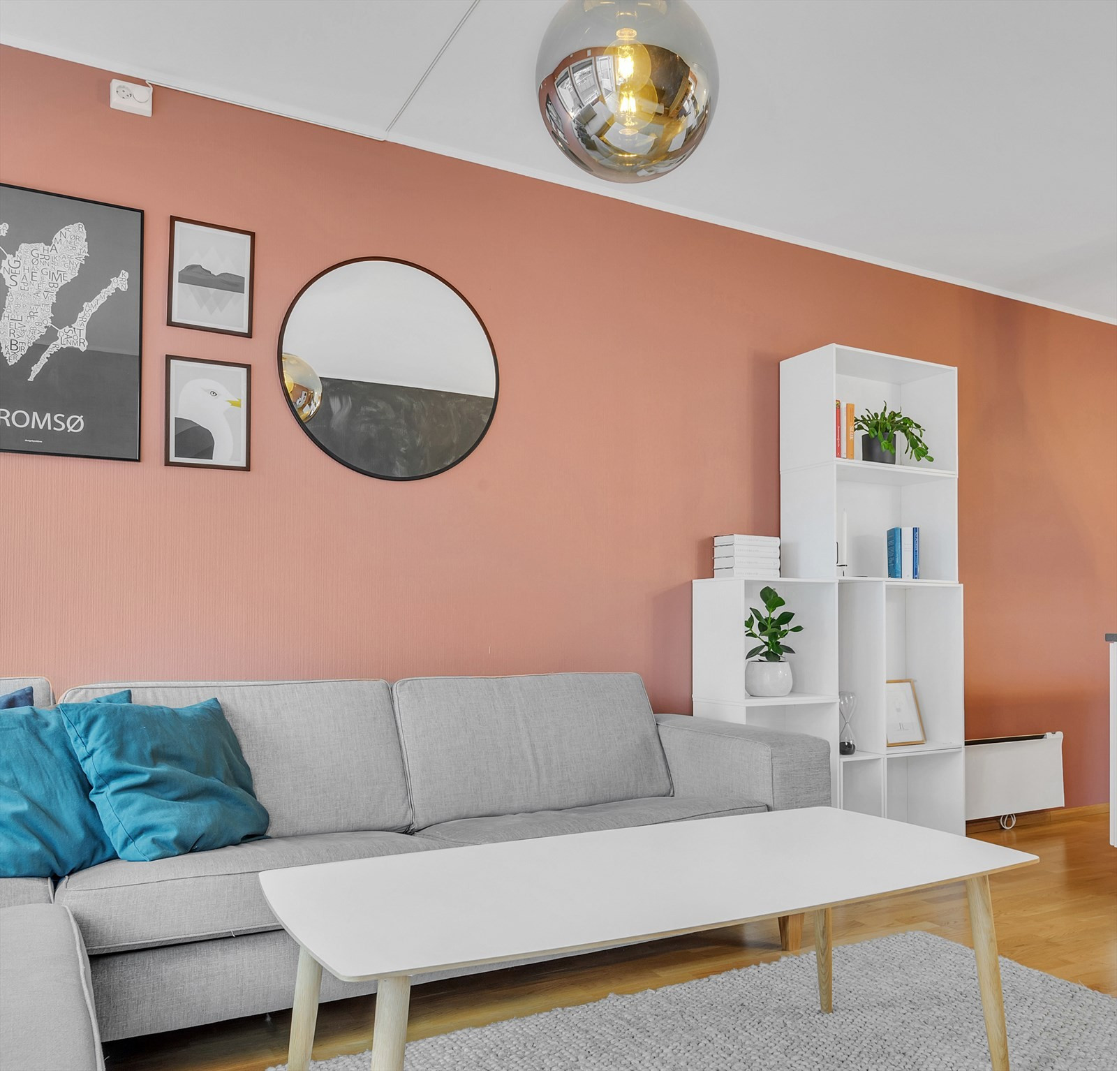 Fresh og tiltalende stue med flotte fargevalg.